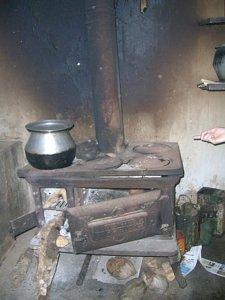 Wood stove distributes heat - CHIMNEYS.COM